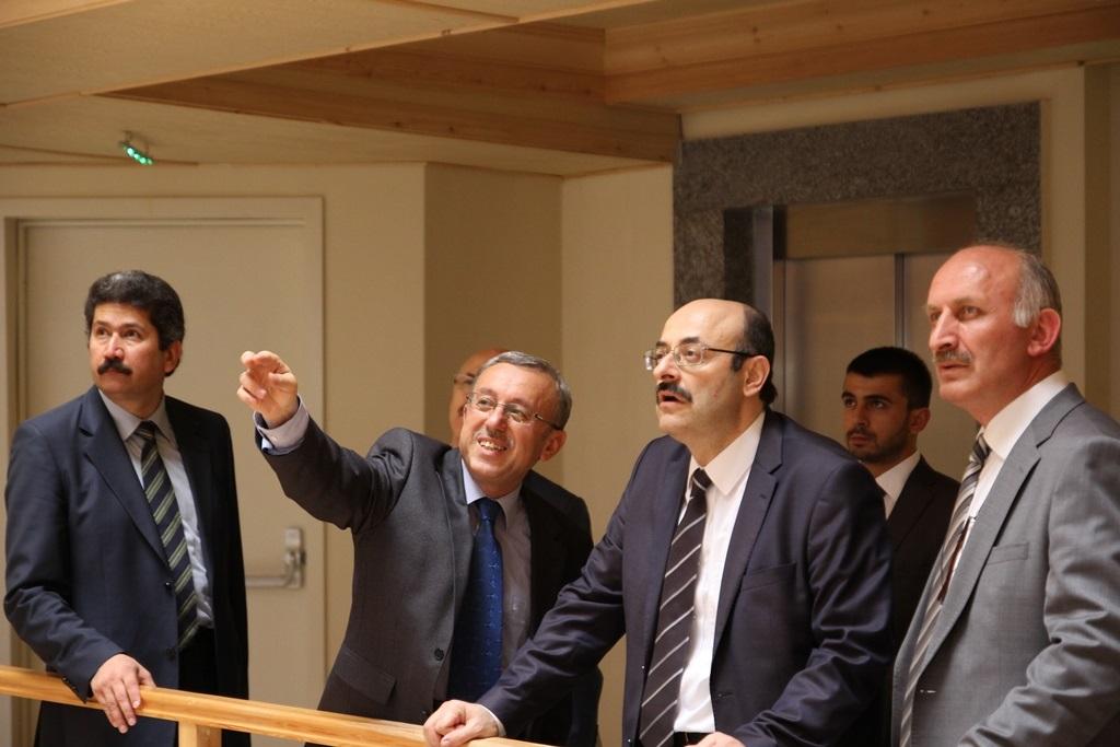 http://gse.fsm.edu.tr/resimler/upload/Yil-Sonu-Sergisi-Prof-Dr-Oktay-Aslanapa-Anisina-10120613.jpg