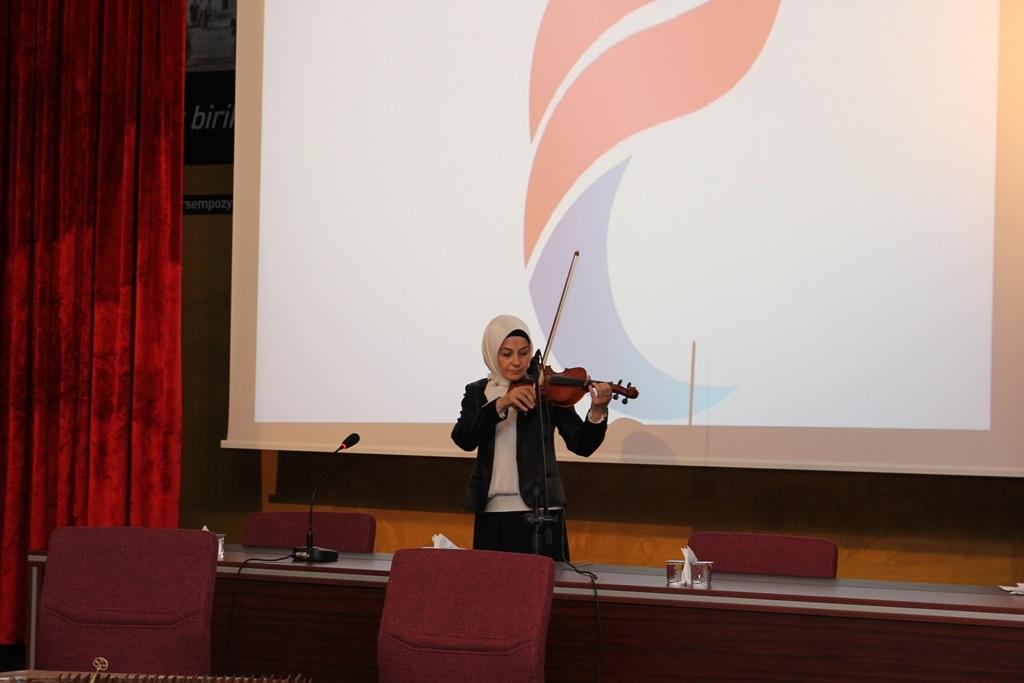 http://gse.fsm.edu.tr/resimler/upload/Yil-Sonu-Sergisi-Prof-Dr-Oktay-Aslanapa-Anisina-11120613.jpg