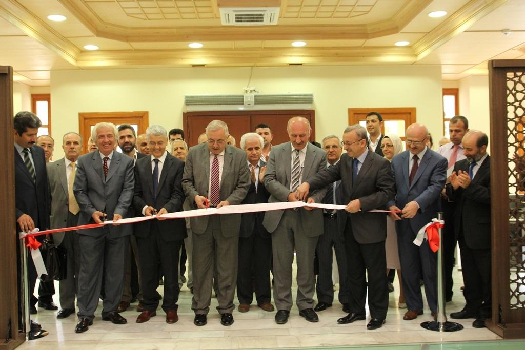 http://gse.fsm.edu.tr/resimler/upload/Yil-Sonu-Sergisi-Prof-Dr-Oktay-Aslanapa-Anisina-1120613.jpg