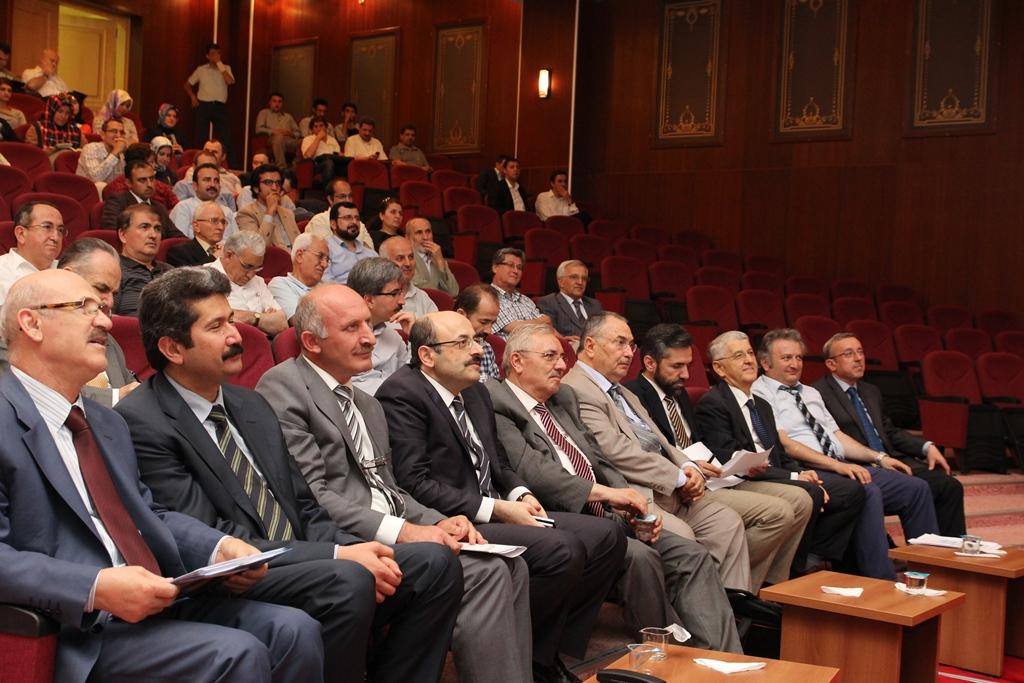 http://gse.fsm.edu.tr/resimler/upload/Yil-Sonu-Sergisi-Prof-Dr-Oktay-Aslanapa-Anisina-12120613.jpg