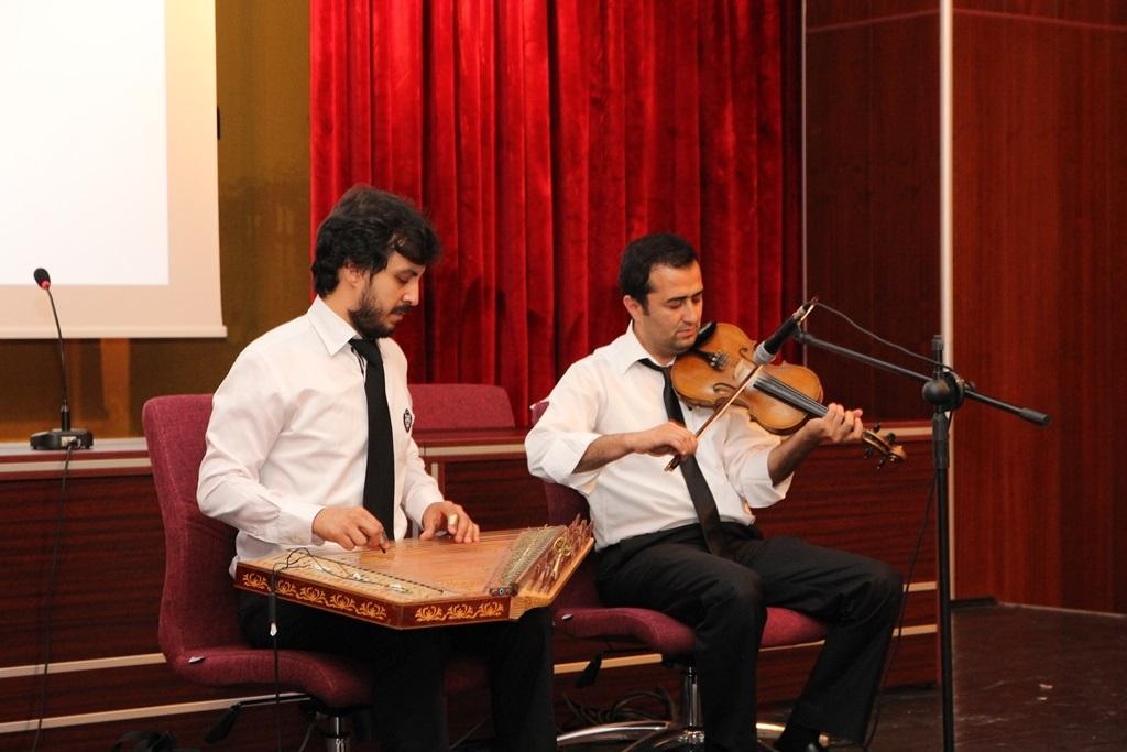 http://gse.fsm.edu.tr/resimler/upload/Yil-Sonu-Sergisi-Prof-Dr-Oktay-Aslanapa-Anisina-14120613.jpg