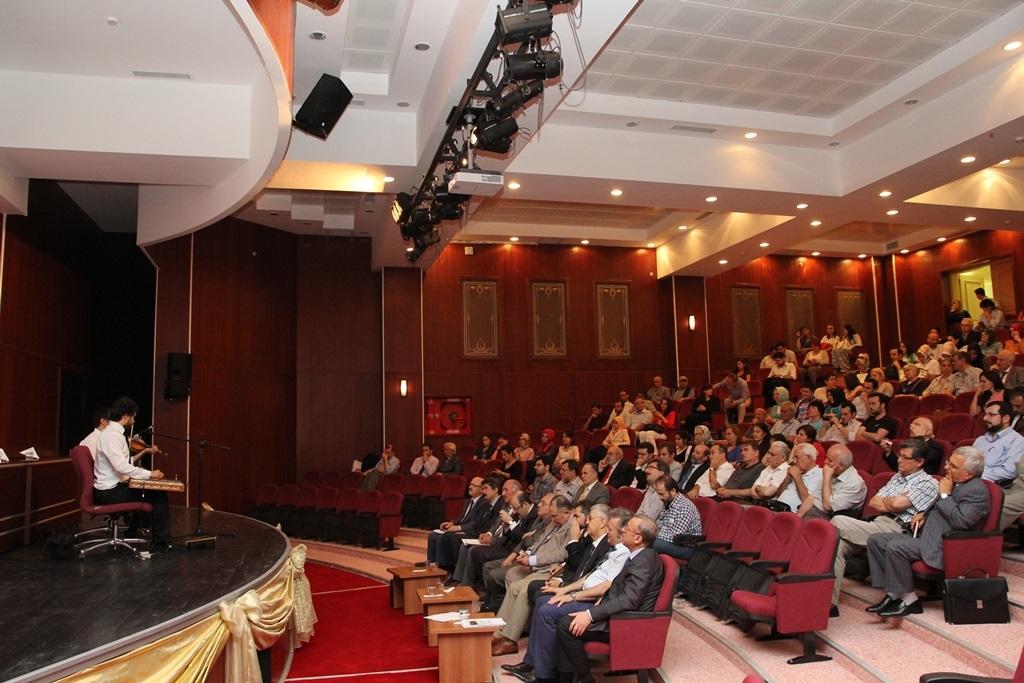 http://gse.fsm.edu.tr/resimler/upload/Yil-Sonu-Sergisi-Prof-Dr-Oktay-Aslanapa-Anisina-15120613.jpg