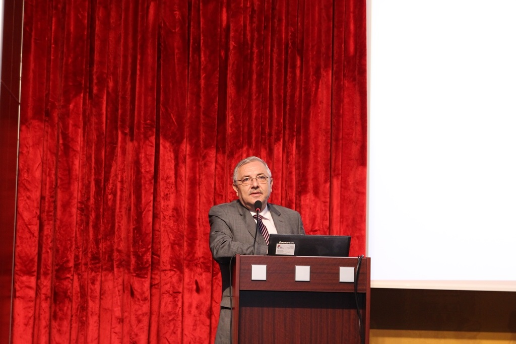 http://gse.fsm.edu.tr/resimler/upload/Yil-Sonu-Sergisi-Prof-Dr-Oktay-Aslanapa-Anisina-2120613.jpg