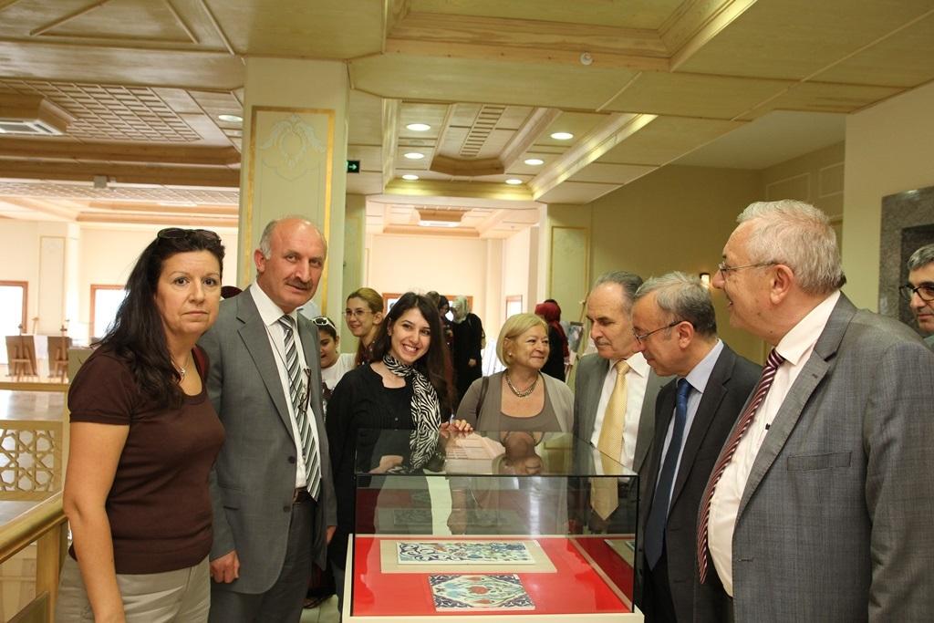 http://gse.fsm.edu.tr/resimler/upload/Yil-Sonu-Sergisi-Prof-Dr-Oktay-Aslanapa-Anisina-4120613.jpg