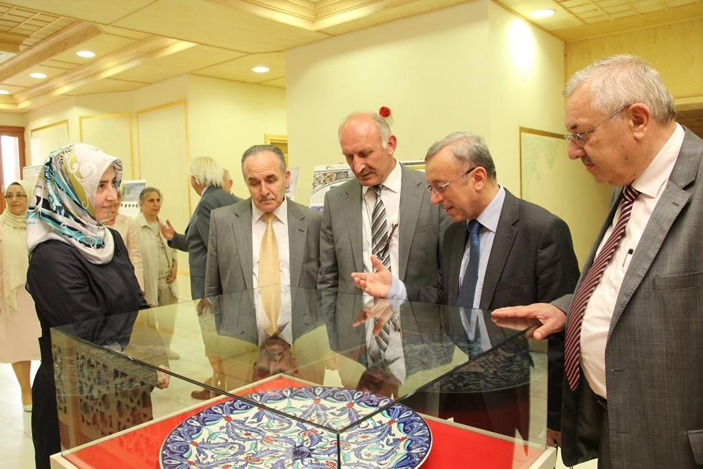 http://gse.fsm.edu.tr/resimler/upload/Yil-Sonu-Sergisi-Prof-Dr-Oktay-Aslanapa-Anisina-5120613.jpg