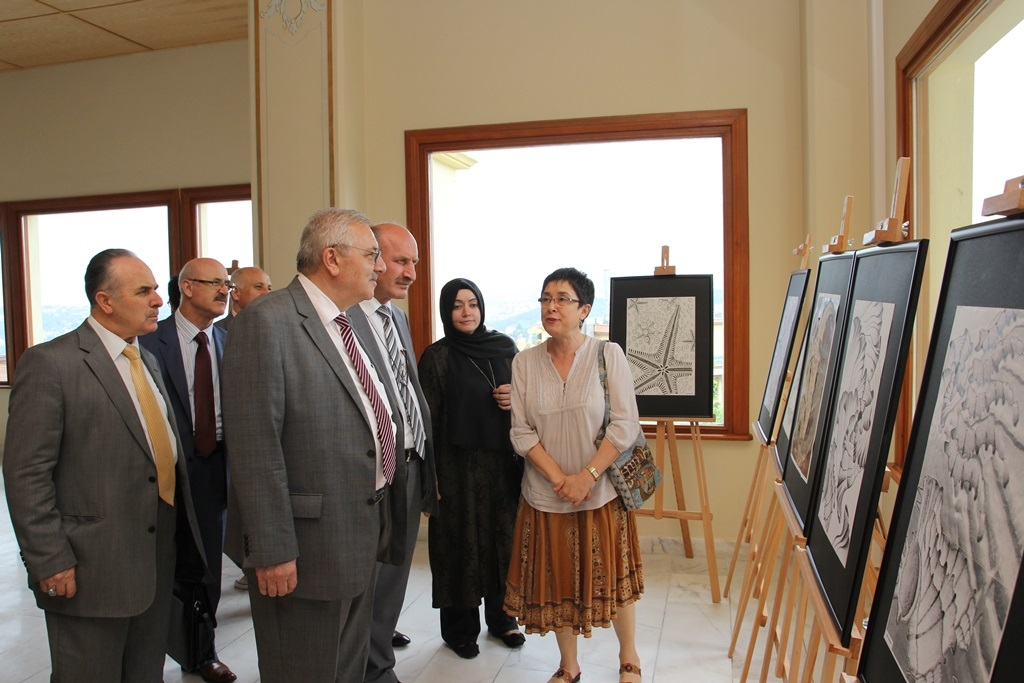 http://gse.fsm.edu.tr/resimler/upload/Yil-Sonu-Sergisi-Prof-Dr-Oktay-Aslanapa-Anisina-6120613.jpg