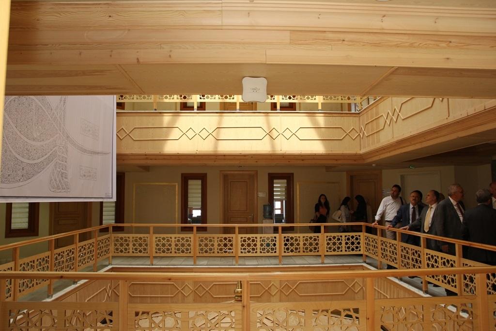 http://gse.fsm.edu.tr/resimler/upload/Yil-Sonu-Sergisi-Prof-Dr-Oktay-Aslanapa-Anisina-7120613.jpg