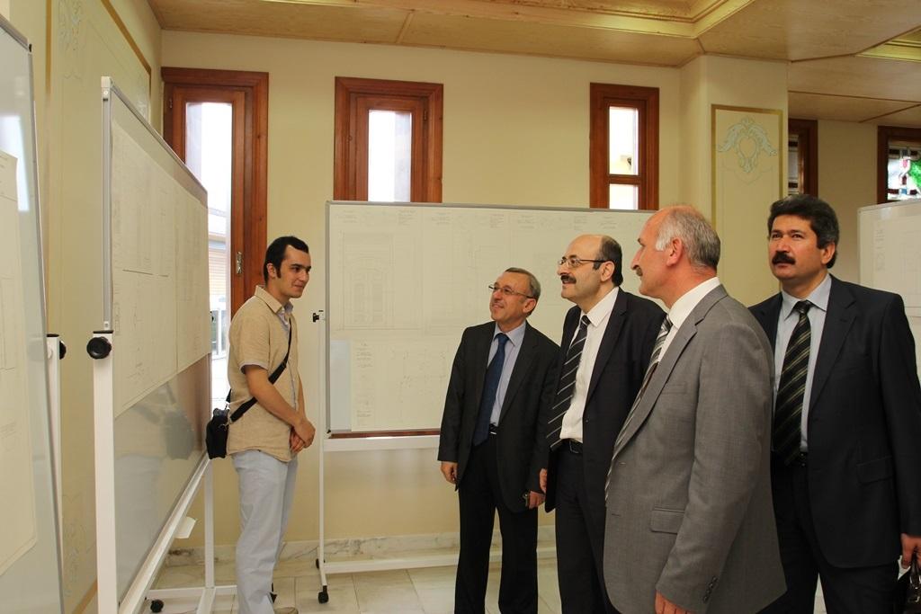 http://gse.fsm.edu.tr/resimler/upload/Yil-Sonu-Sergisi-Prof-Dr-Oktay-Aslanapa-Anisina-8120613.jpg