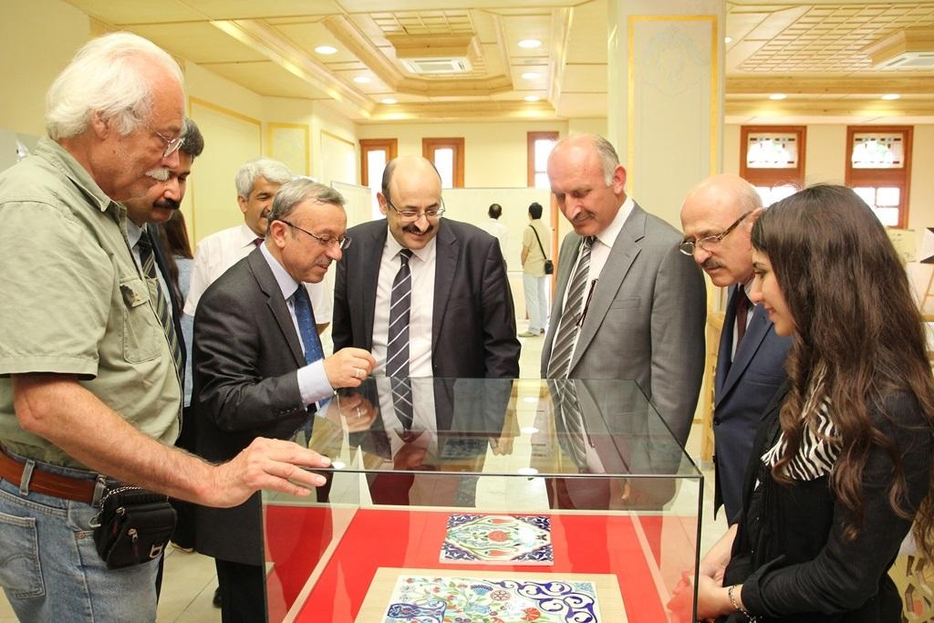 http://gse.fsm.edu.tr/resimler/upload/Yil-Sonu-Sergisi-Prof-Dr-Oktay-Aslanapa-Anisina-9120613.jpg